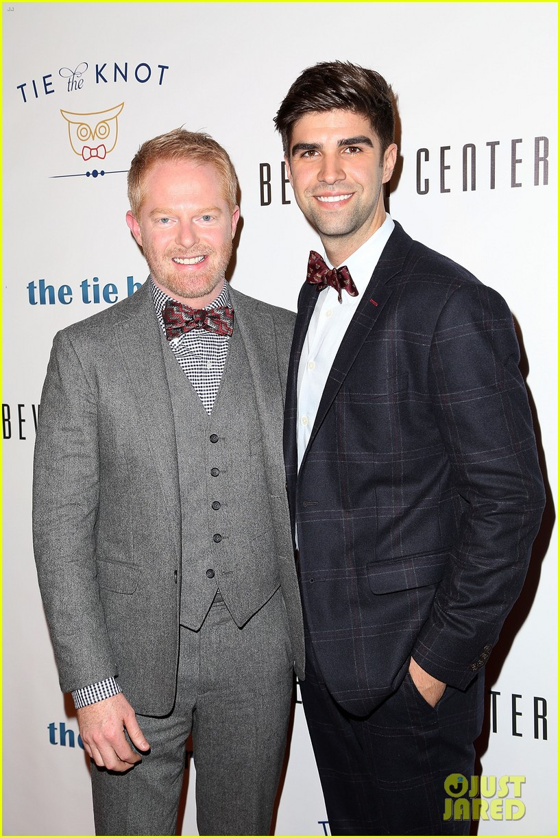 jesse tyler ferguson sofia vergara tie the knot pop up shop opening 04