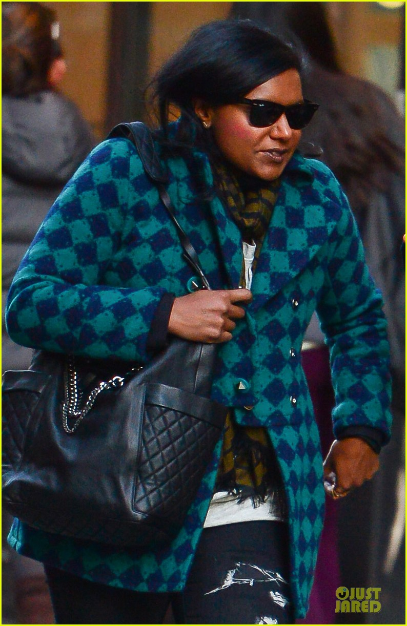 mindy kaling christmas eve stroll with male pal in nyc 04