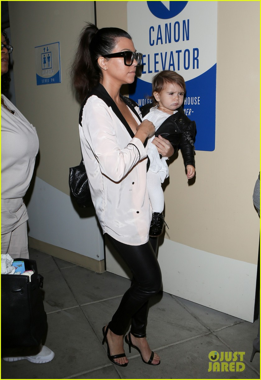 kim kourtney kardashian get lunch with their daughters 02