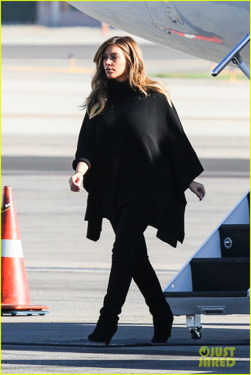 kim kardashian family members catch a private flight 013018417