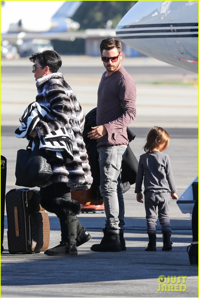 kim kardashian family members catch a private flight 09