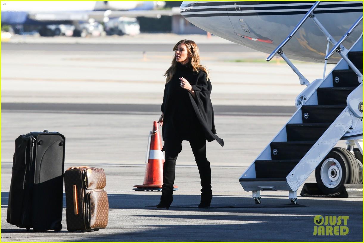 kim kardashian family members catch a private flight 17