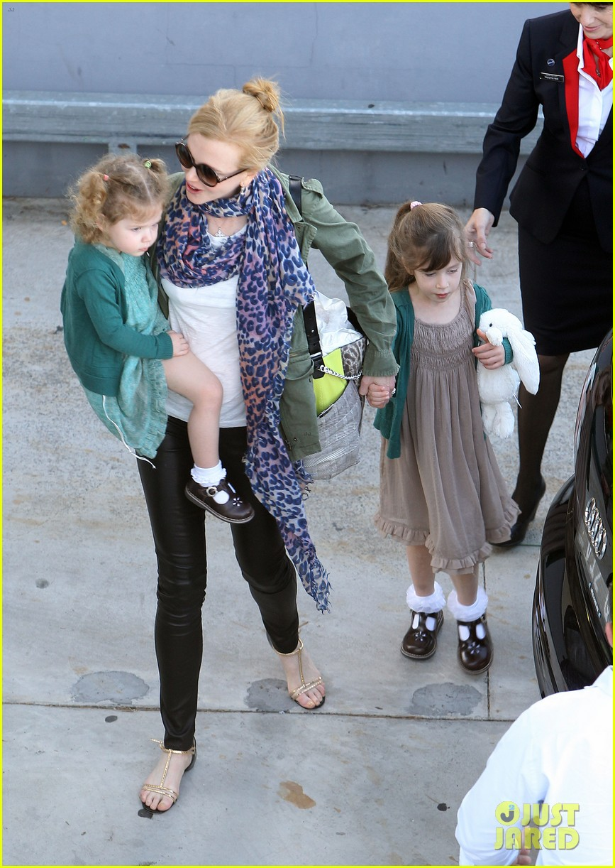 nicole kidman australia arrival with faith sunday 26