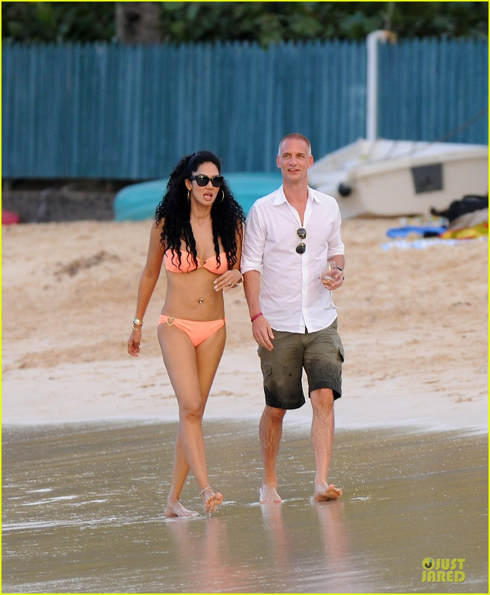 kimora lee simmons bright bikini babe with mystery man 01
