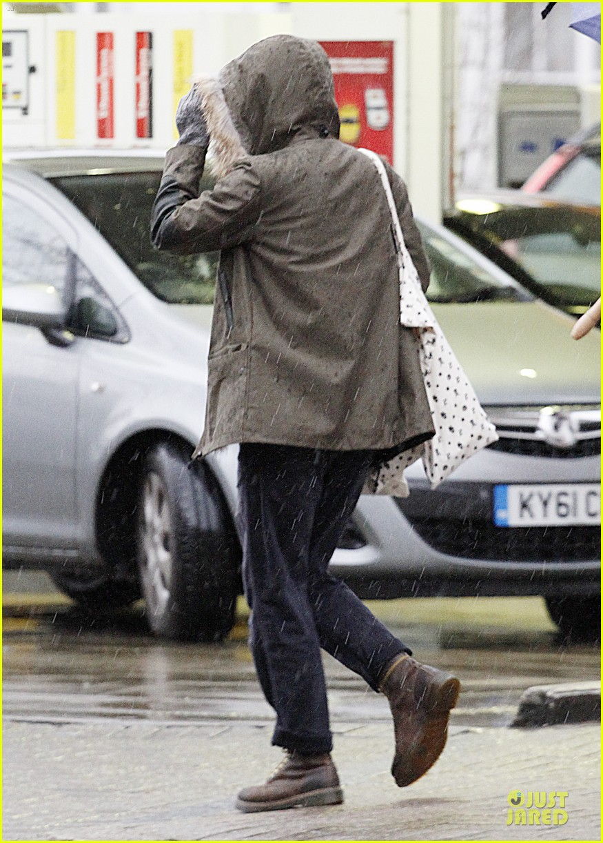 keira knightley james righton last minute holiday shopping 073016925