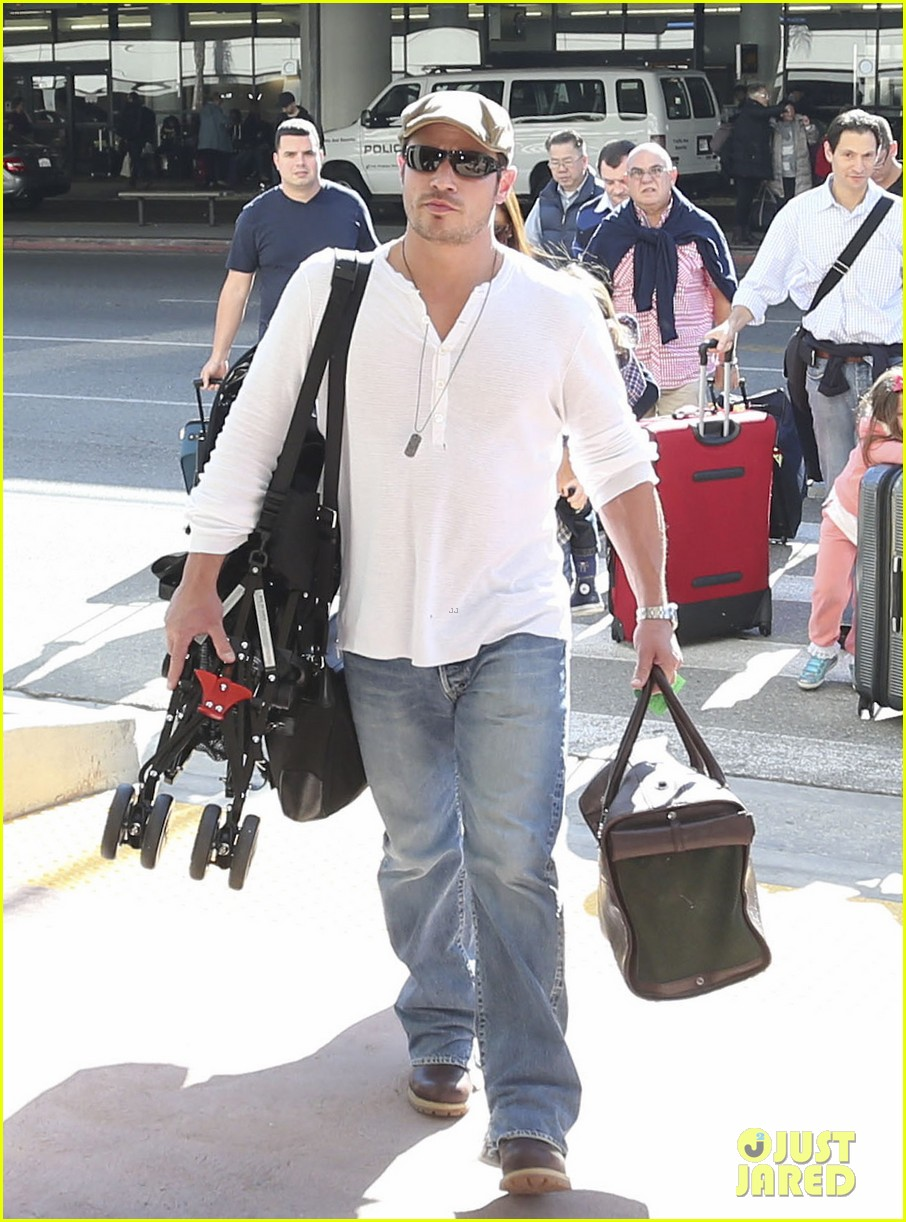 nick lachey wife vanessa lax arrival with son camden 08
