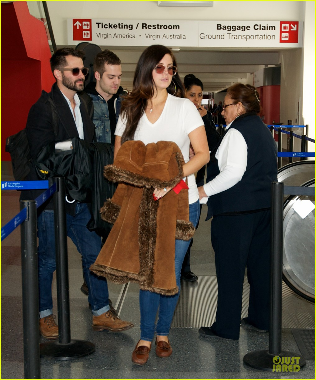 lana del rey casual lax airport after tropico premiere 033010390