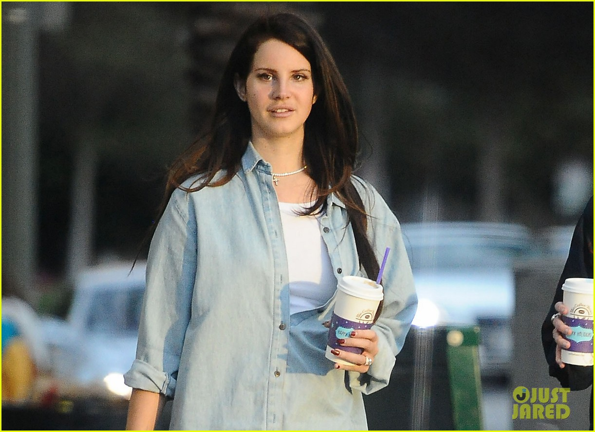 lana del rey come watch tropico premiere with me 02