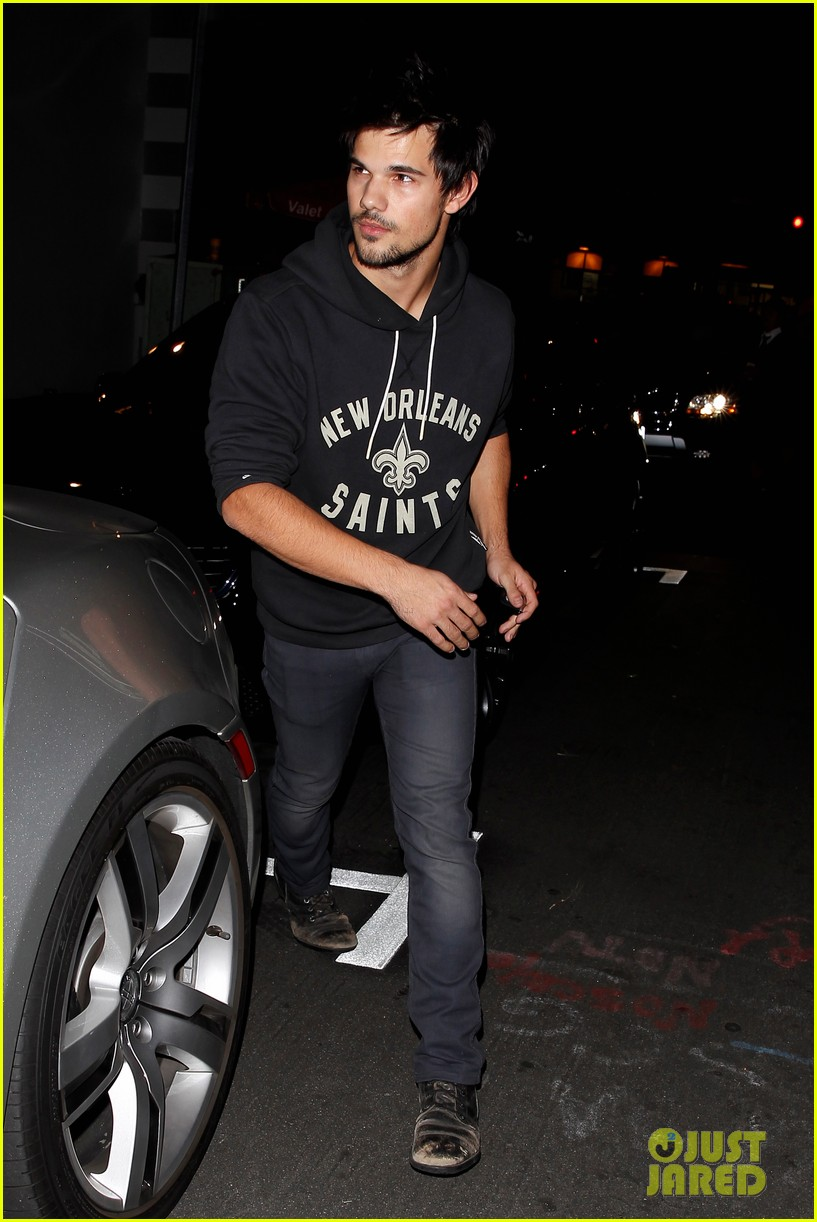taylor lautner marie avgeropoulos acabar dinner date duo 053010637
