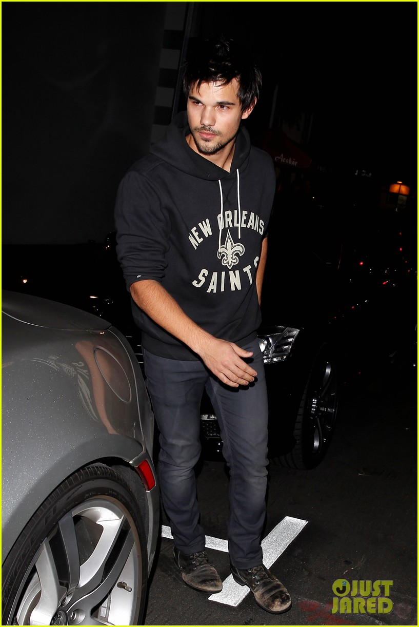 taylor lautner marie avgeropoulos acabar dinner date duo 083010640