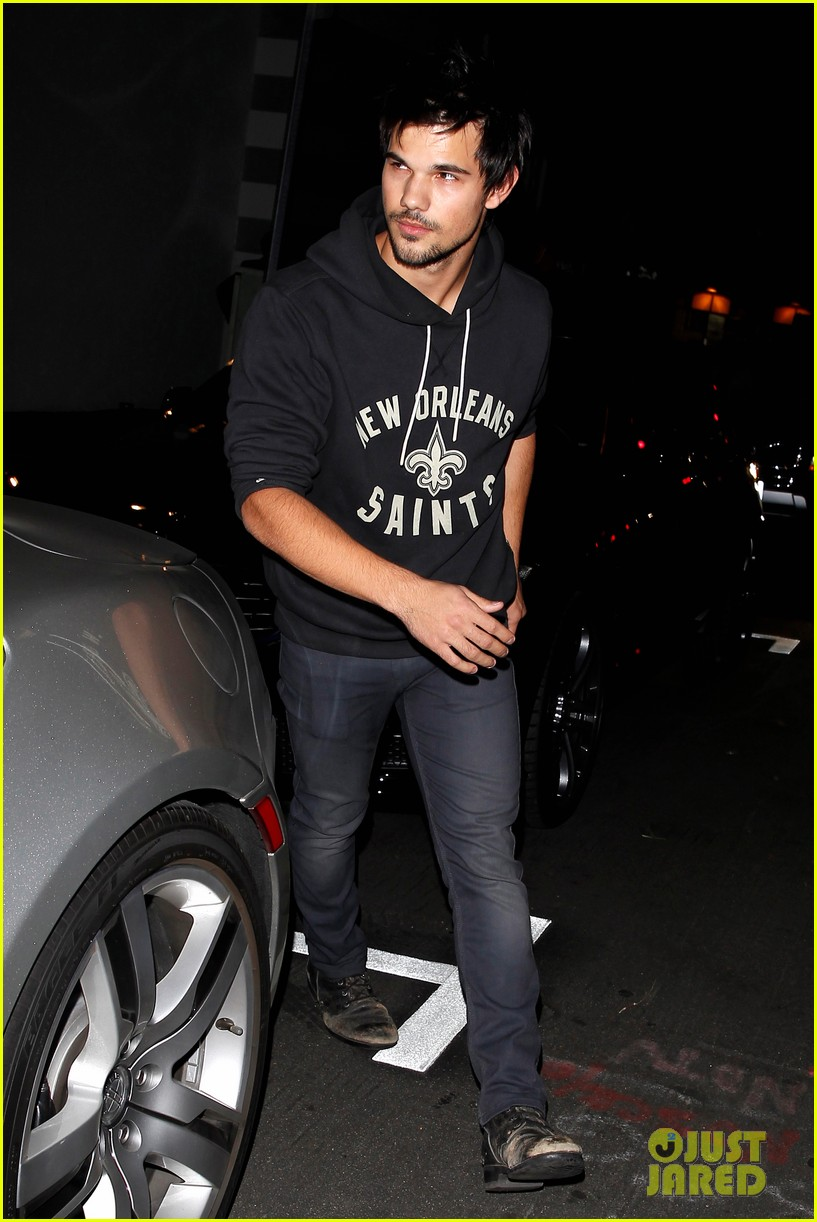 taylor lautner marie avgeropoulos acabar dinner date duo 16