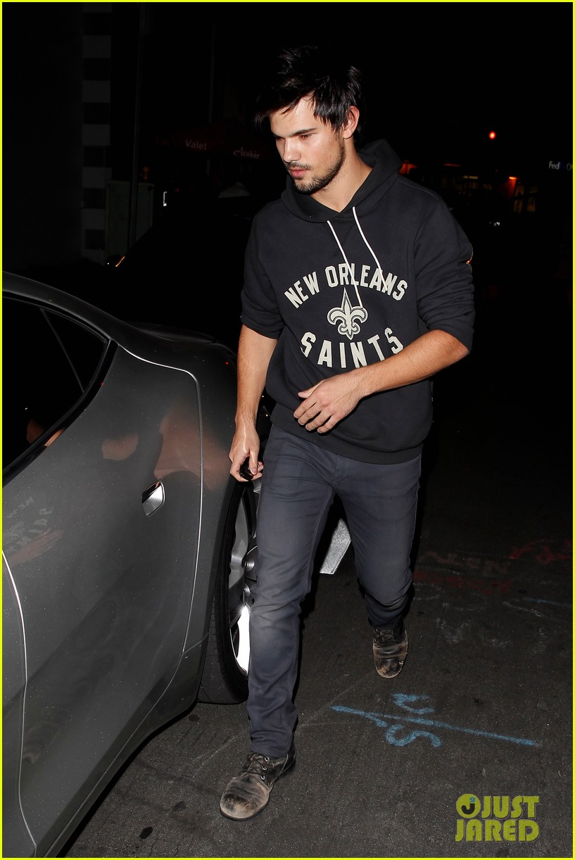 taylor lautner marie avgeropoulos acabar dinner date duo 203010652