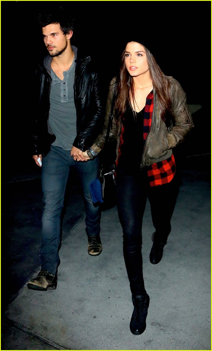 taylor lautner marie avgeropoulos jay z concert goers 053008794