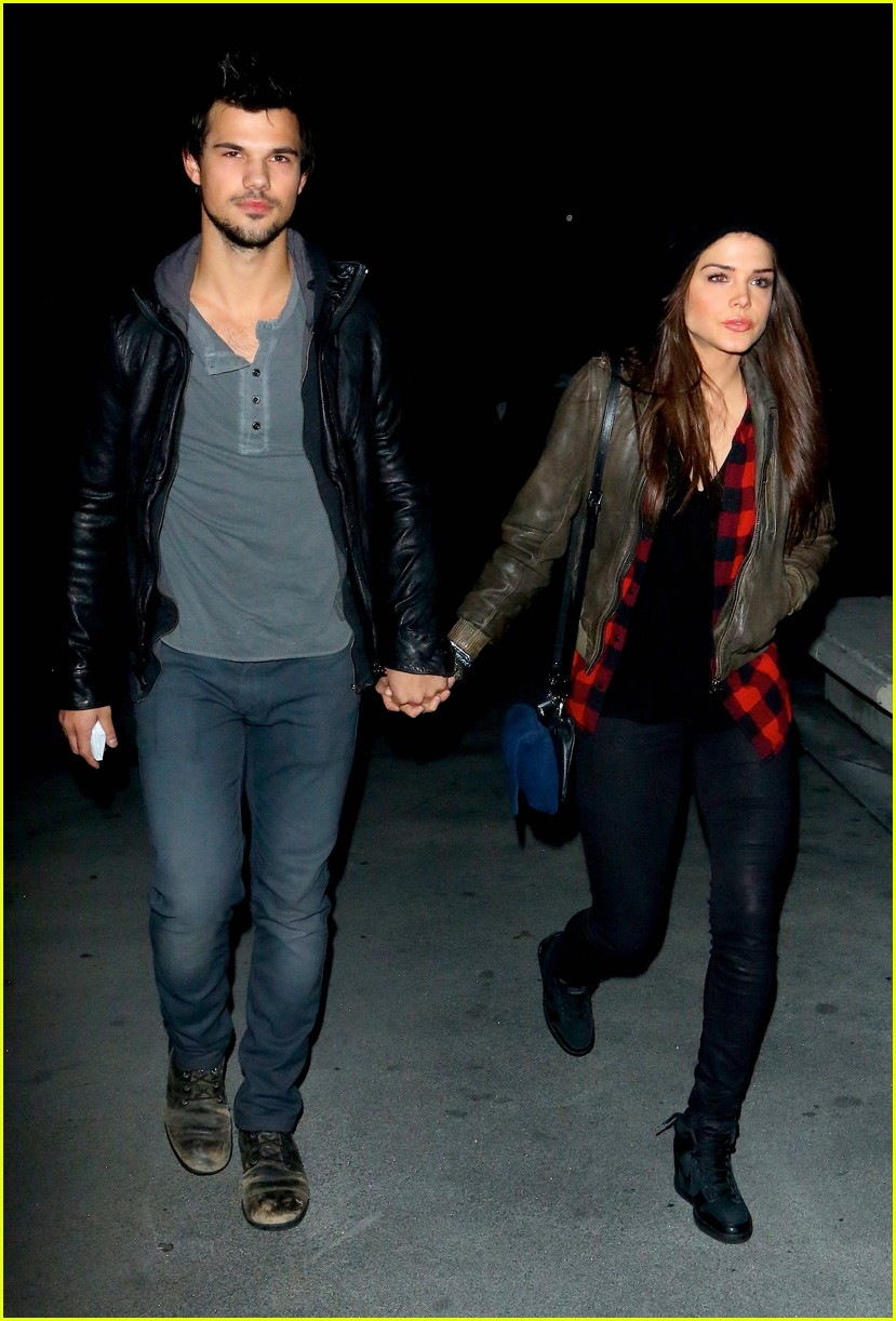 taylor lautner marie avgeropoulos jay z concert goers 063008795