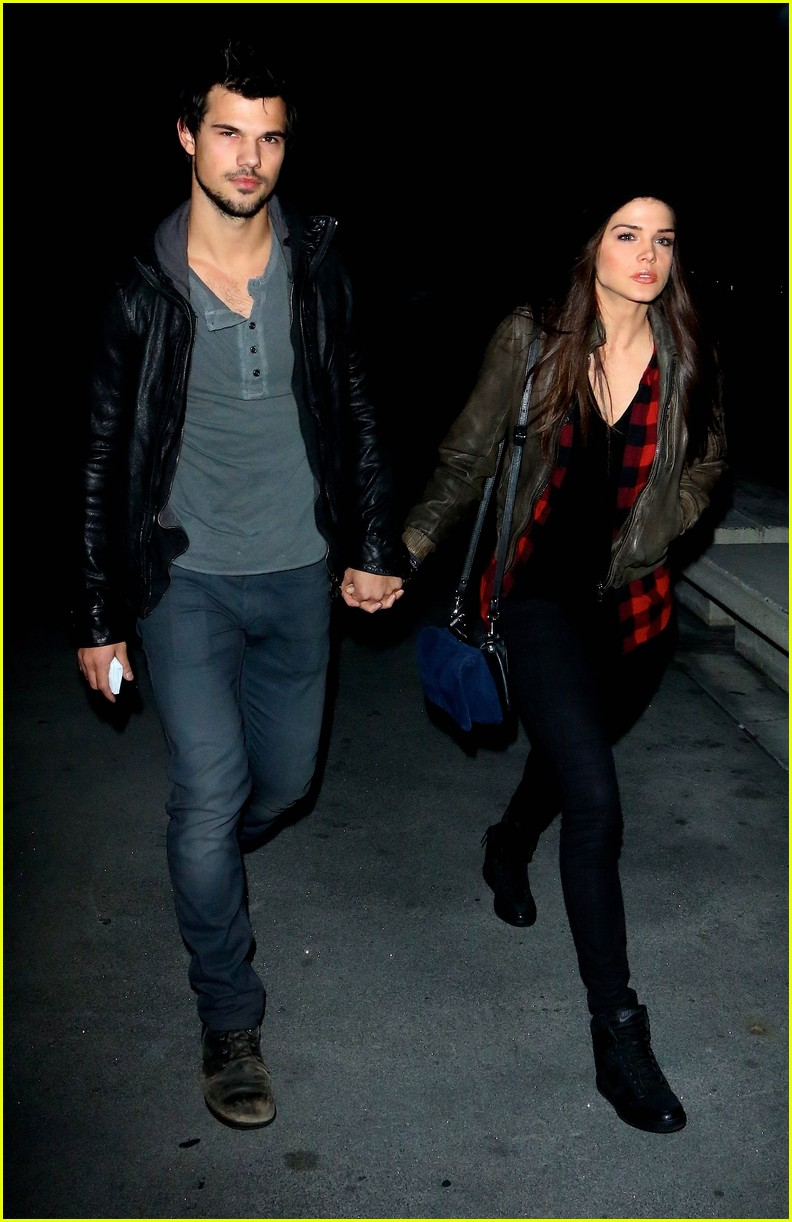 taylor lautner marie avgeropoulos jay z concert goers 07