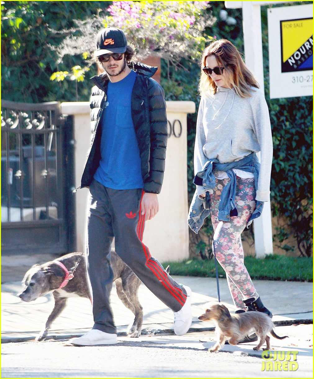 leighton meester adam brody morning dog walk 053016309