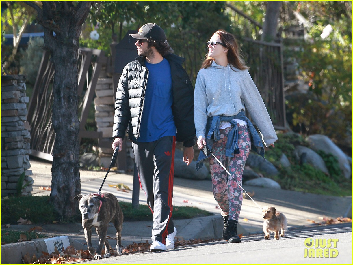 leighton meester adam brody morning dog walk 073016311