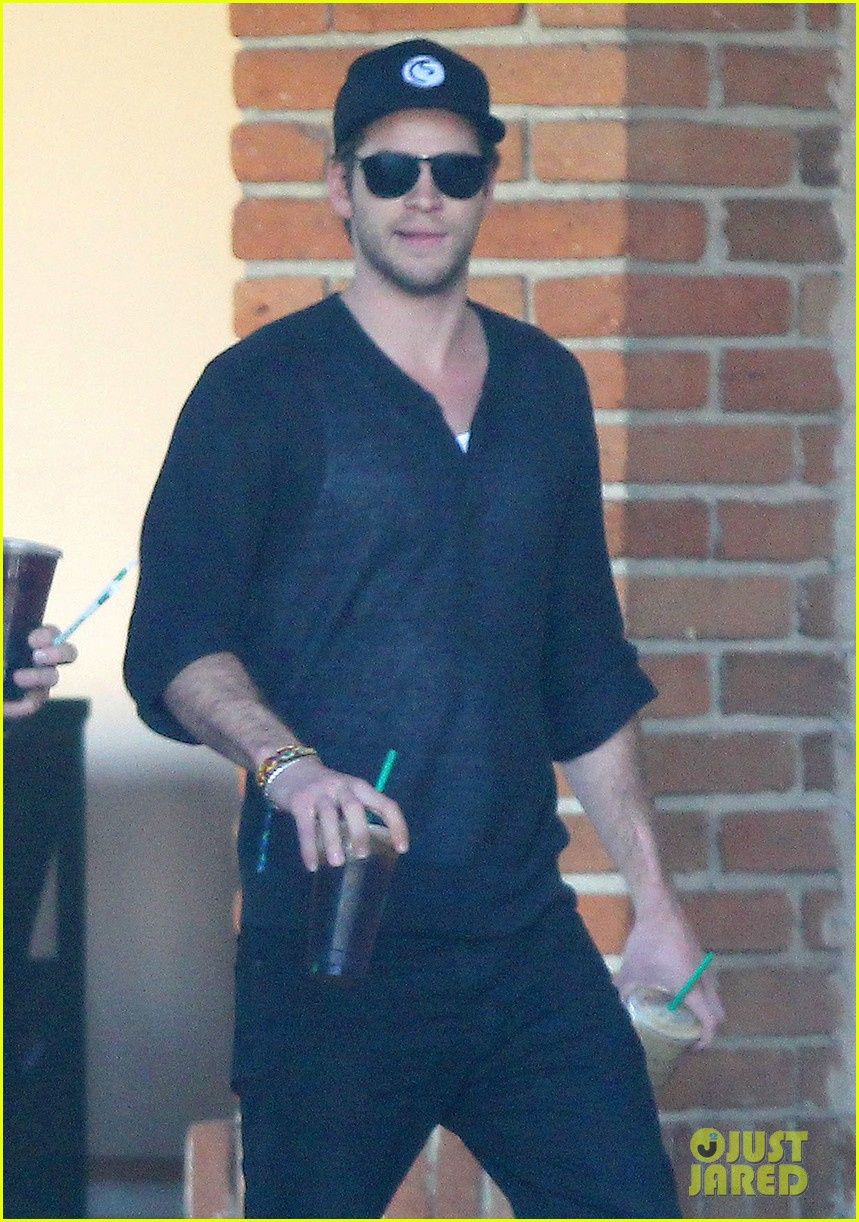 liam hemsworth grabs coffee groceries with dad craig 04