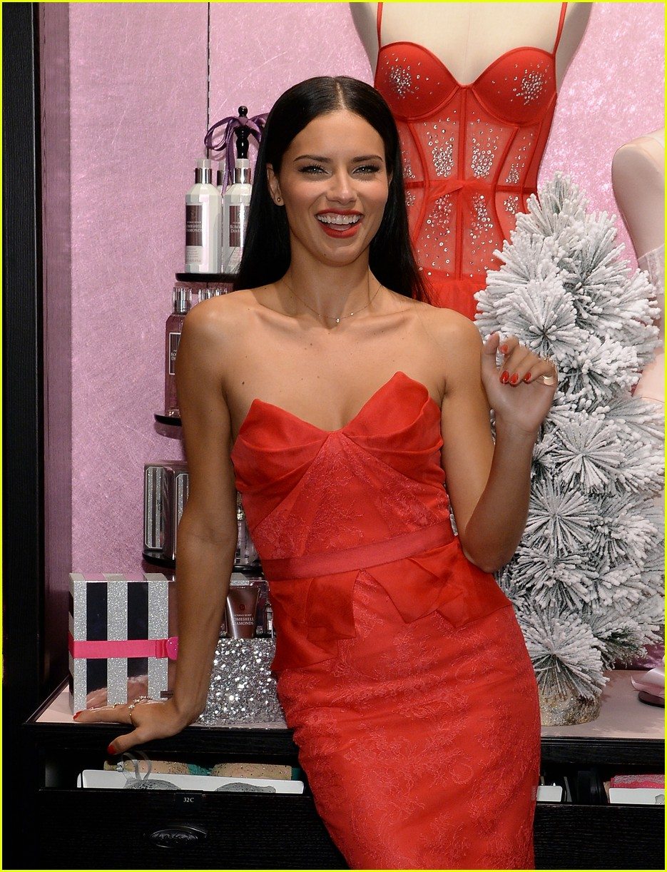 adriana lima karlie kloss victorias secret celebrates holiday 23