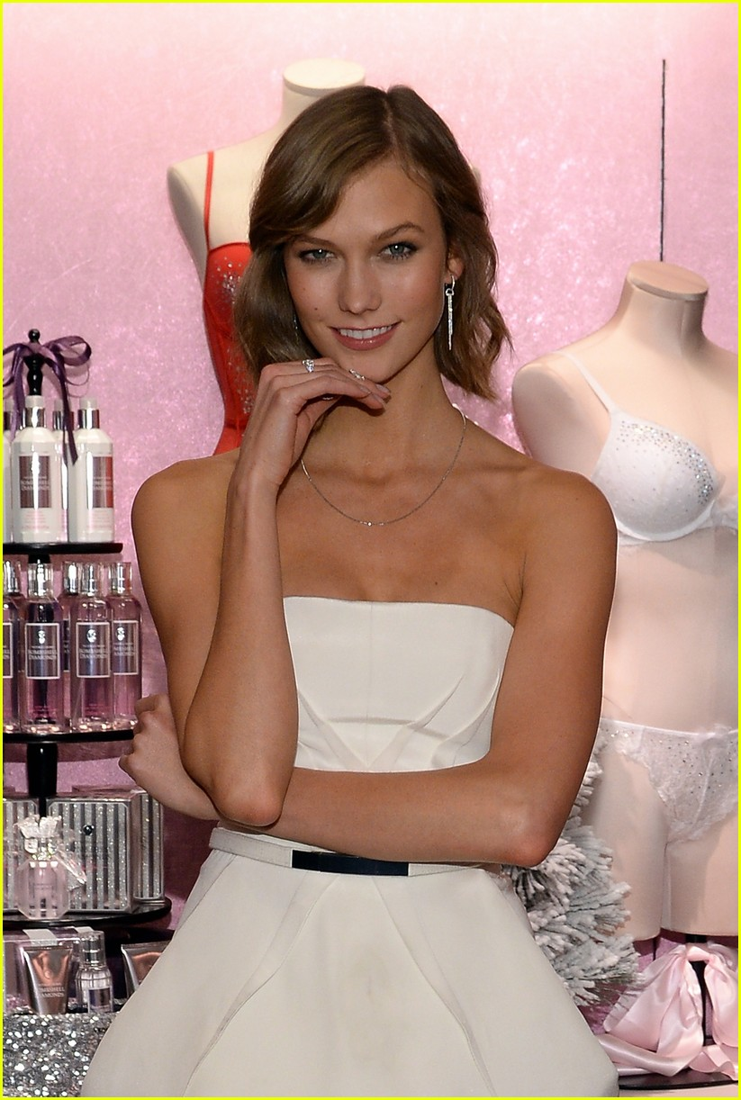 adriana lima karlie kloss victorias secret celebrates holiday 26