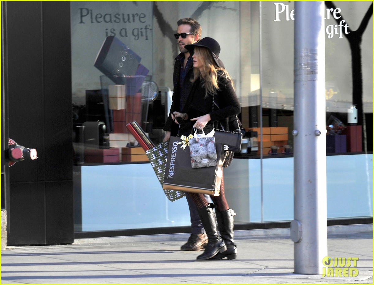 blake lively ryan reynolds shop for holiday supplies at nespresso 013011389