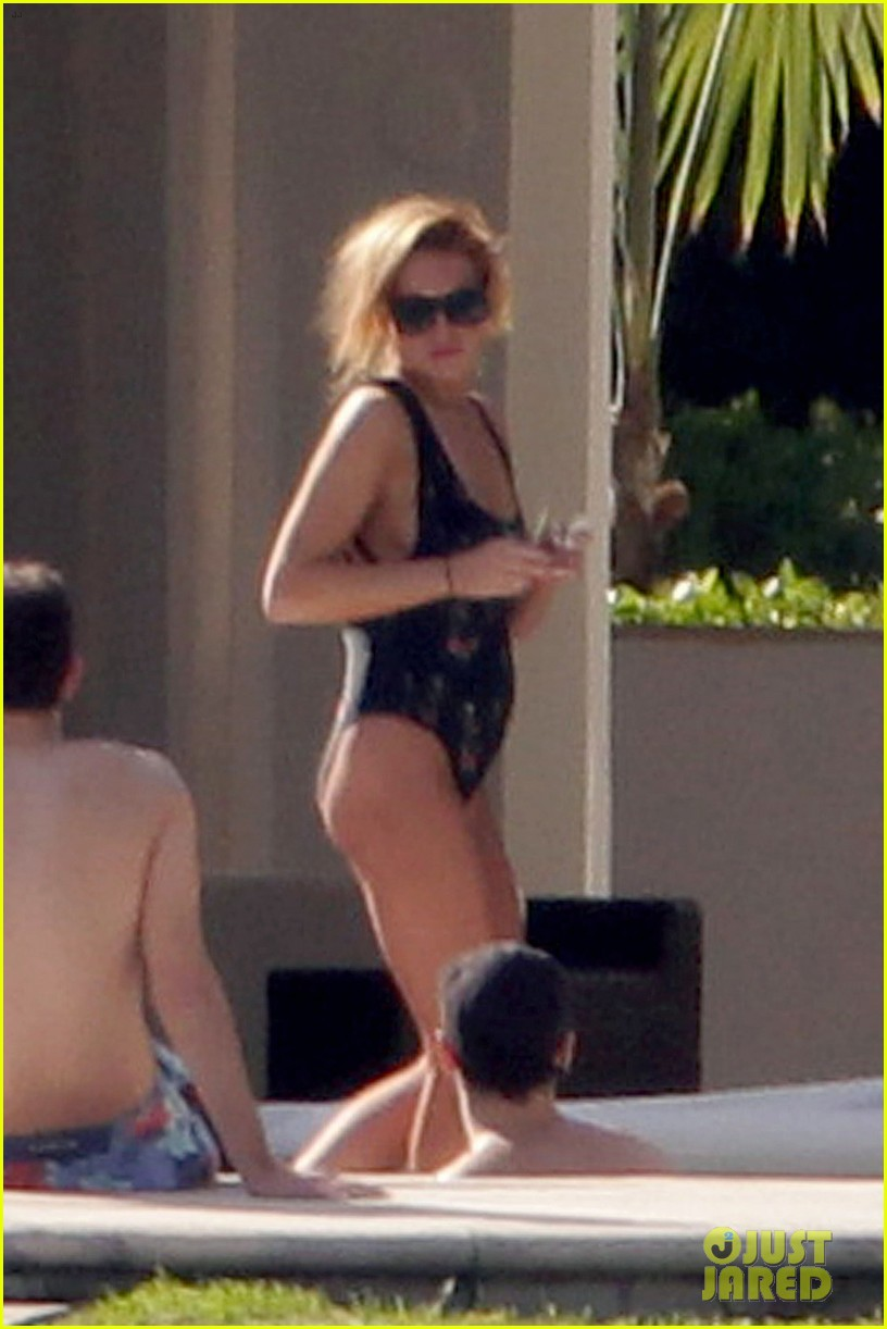 lindsay lohan chills out in her bathing suit in miami 08