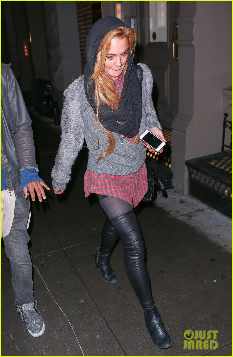 lindsay lohan goes pantsless for last minute shopping trip 033017150