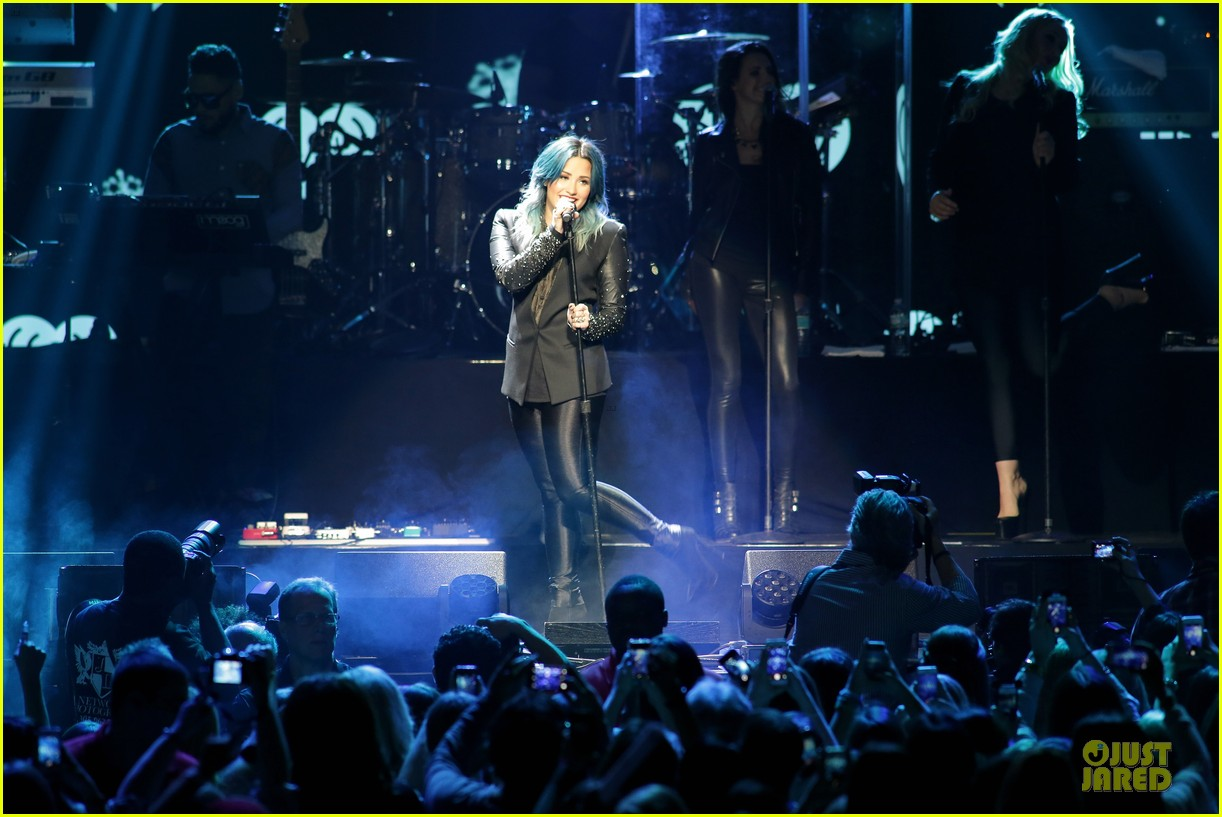 demi lovato performs at y100 jingle ball 2013 153015672