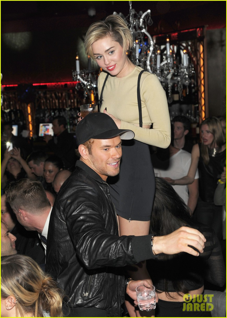 miley cyrus kellan lutz party together in vegas photos 01