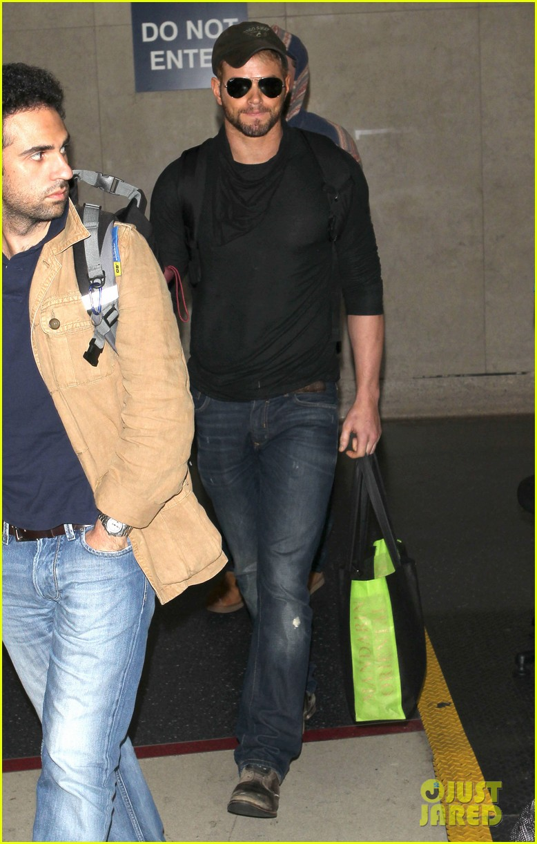 kellan lutz flies solo after plane ride with miley cyrus 063014823