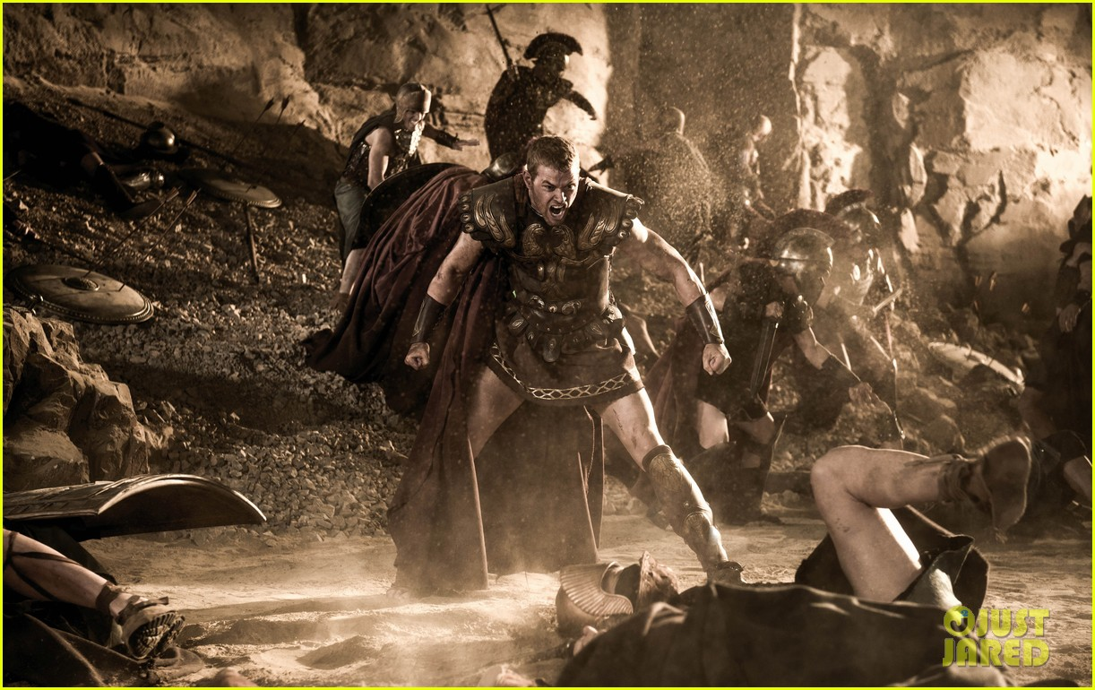 kellan lutz is shirtless sexy for new legends of hercules trailer 143011478