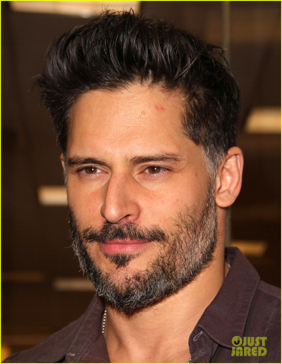 joe manganiello evolution barnes noble book signing 073014078