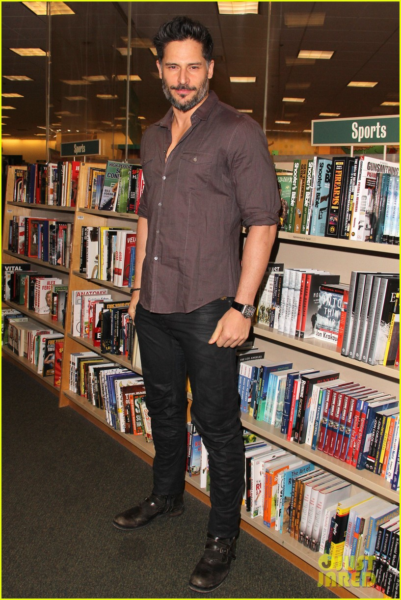 joe manganiello evolution barnes noble book signing 08