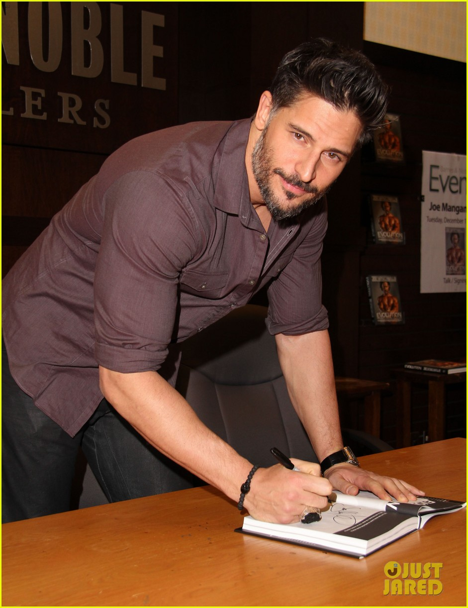 joe manganiello evolution barnes noble book signing 12