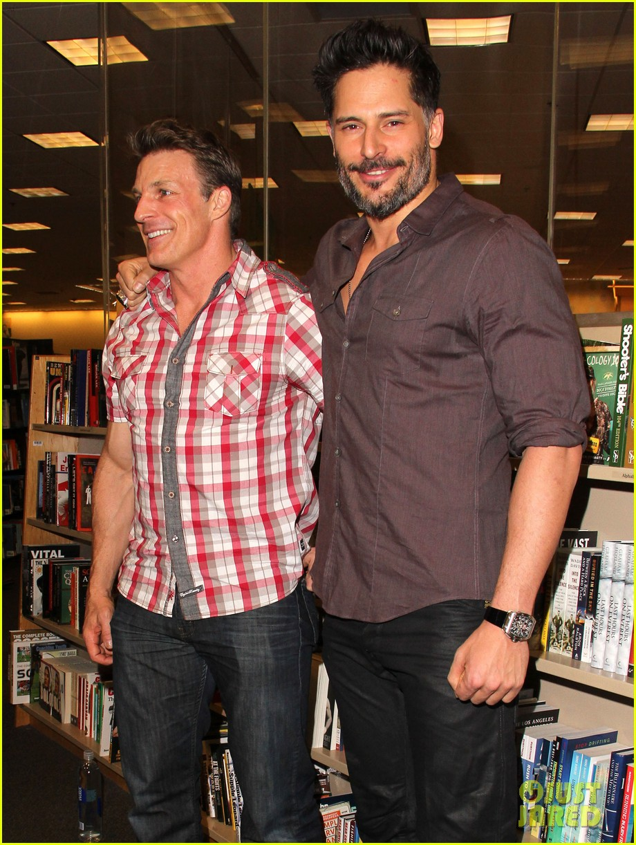 joe manganiello evolution barnes noble book signing 153014086