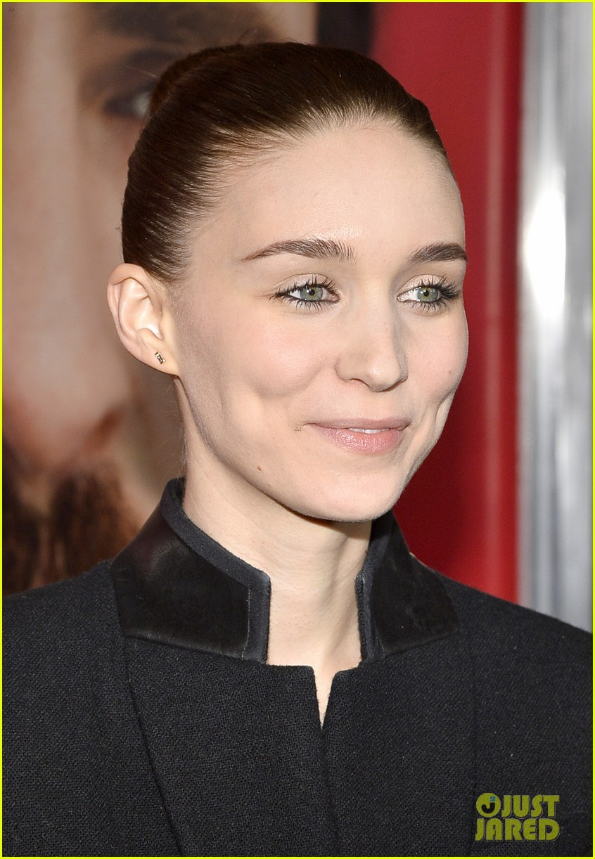 rooney mara her premiere with sister kate mara 09