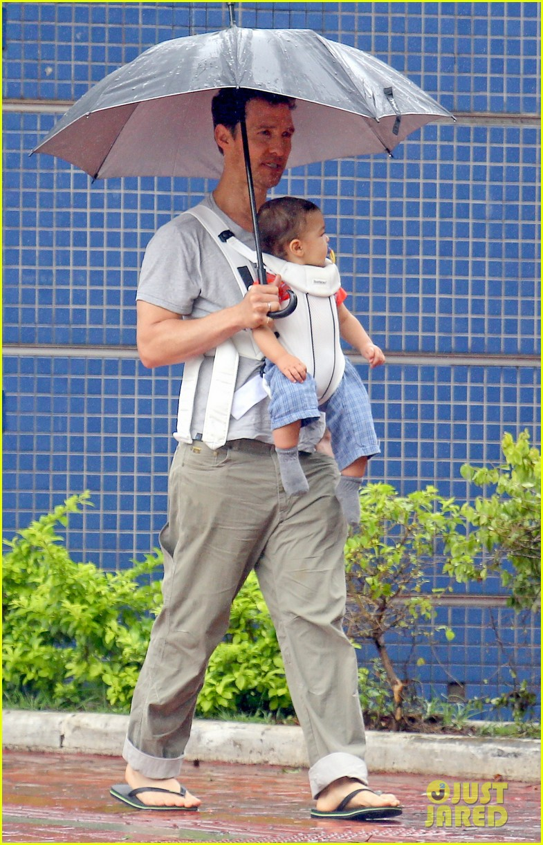 matthew mcconaughey rainy post christmas stroll with livingston 233017841