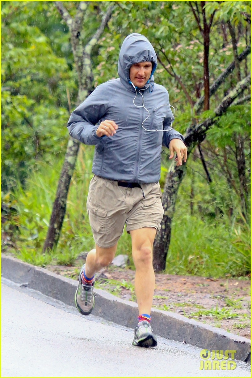 matthew mcconaughey braves the rain for a run in brazil 09