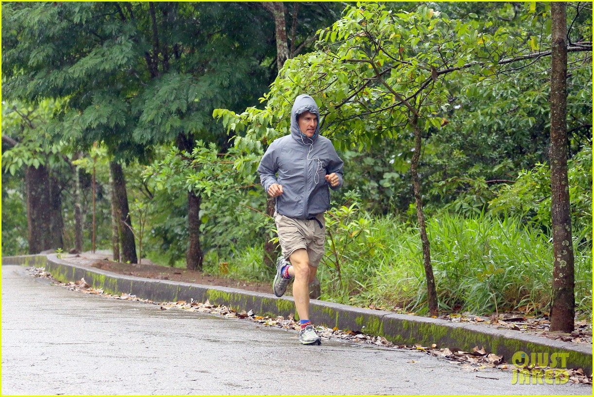 matthew mcconaughey braves the rain for a run in brazil 12