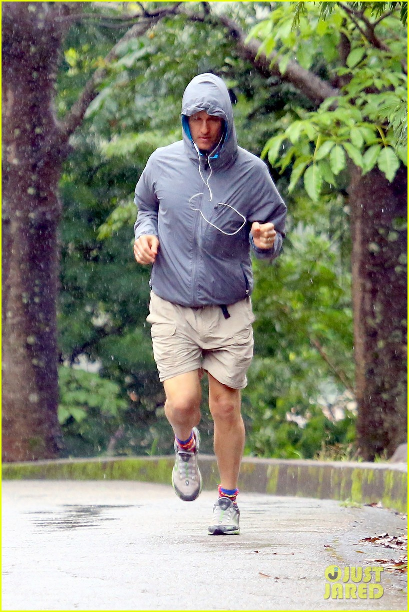 matthew mcconaughey braves the rain for a run in brazil 19