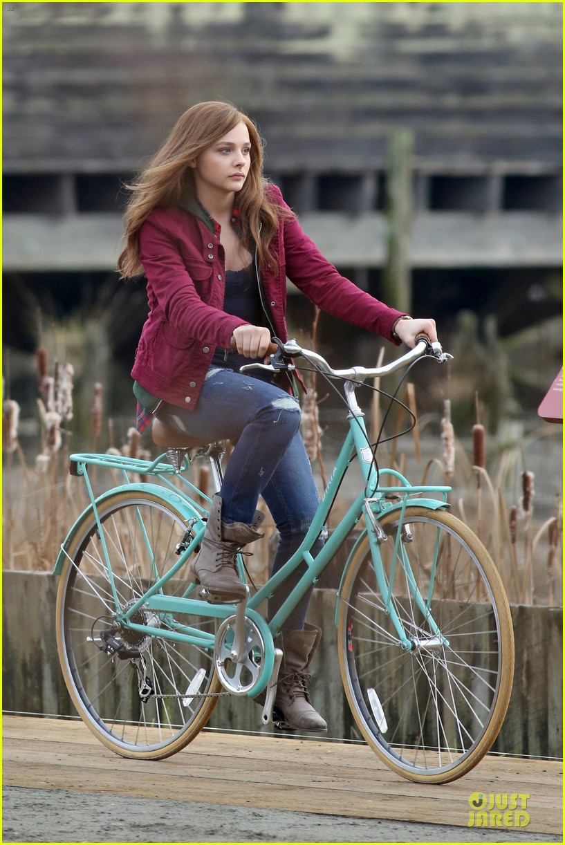chloe moretz after thanksgiving bike rider for if i stay 17