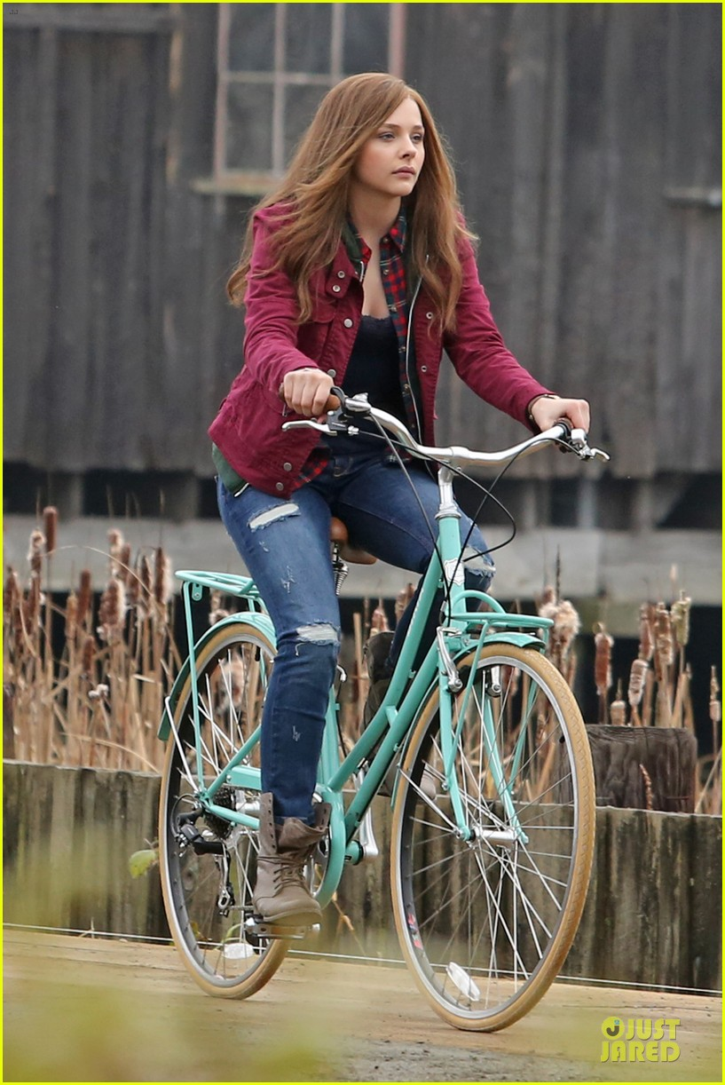 chloe moretz after thanksgiving bike rider for if i stay 19