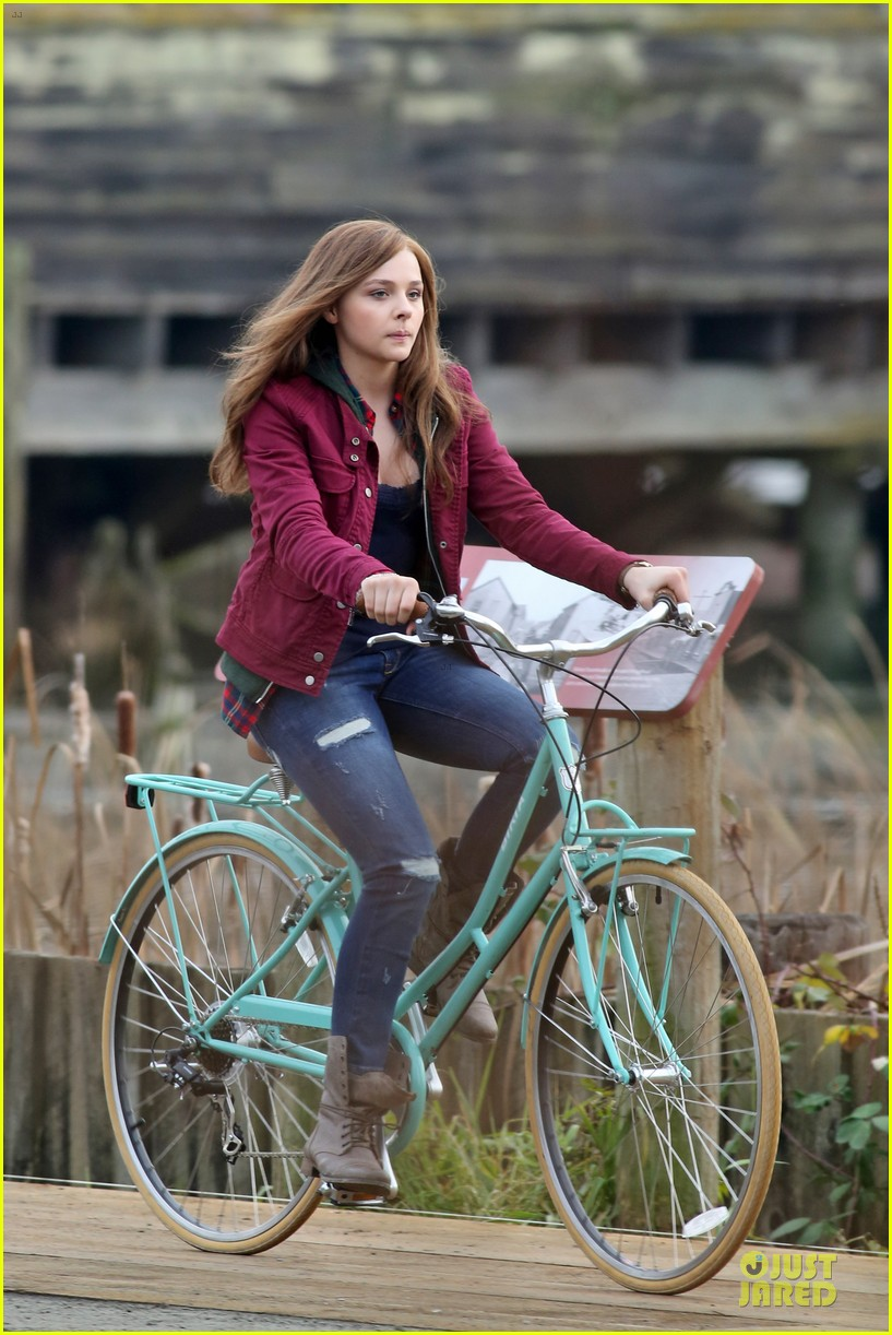 chloe moretz after thanksgiving bike rider for if i stay 253002778