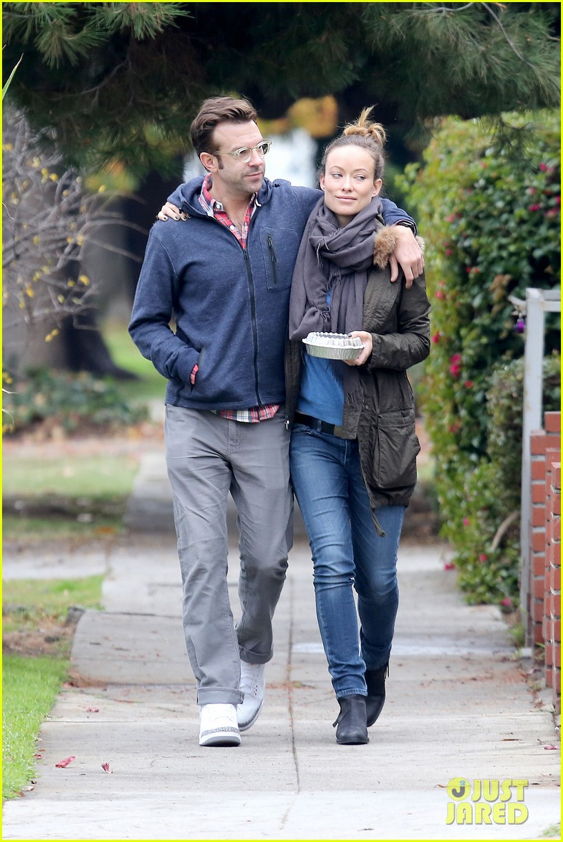 olivia wilde jason sudeikis arm in arm after lunch date 02