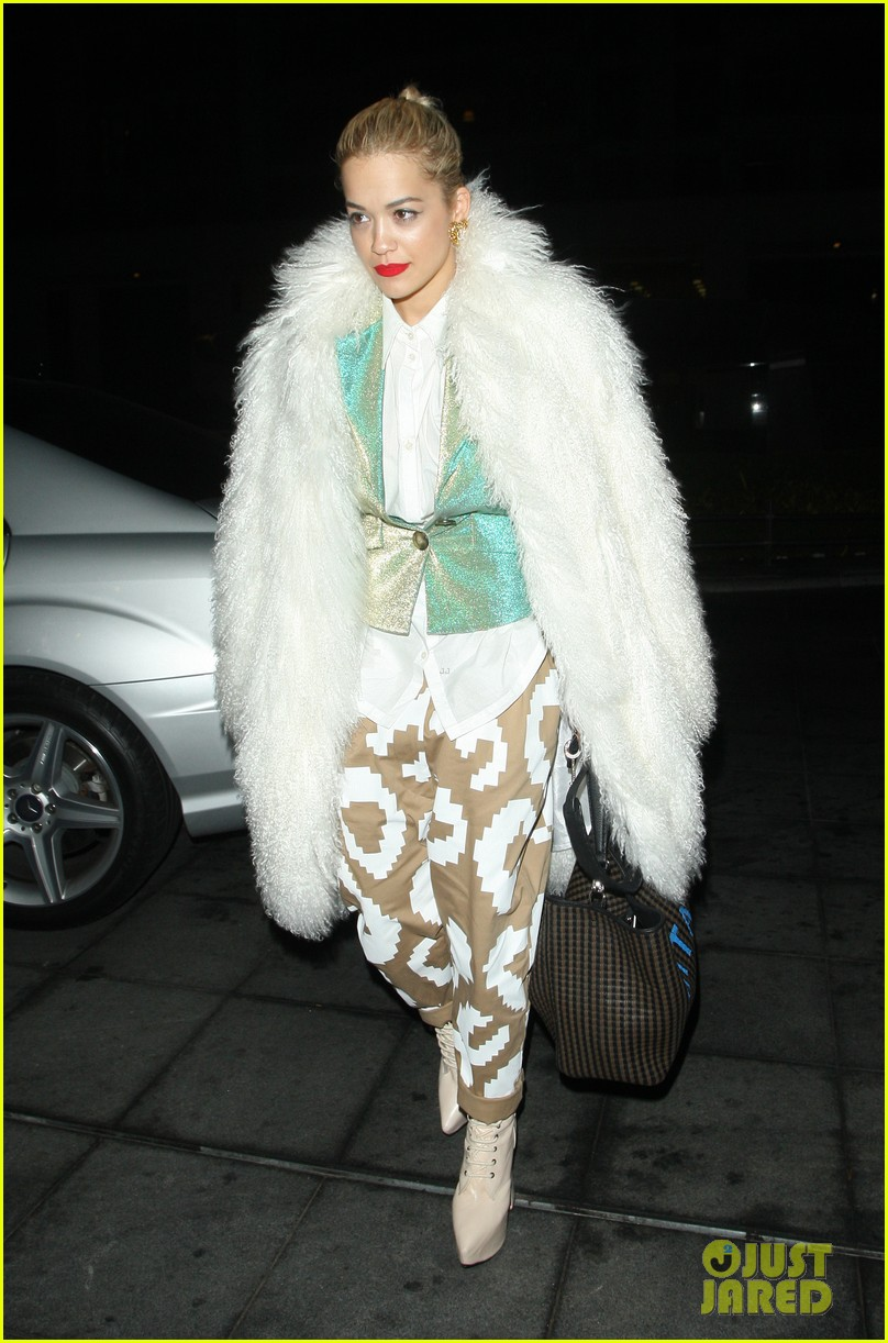 rita ora enjoys dinner out while home in london 08
