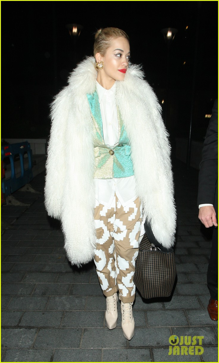 rita ora enjoys dinner out while home in london 10