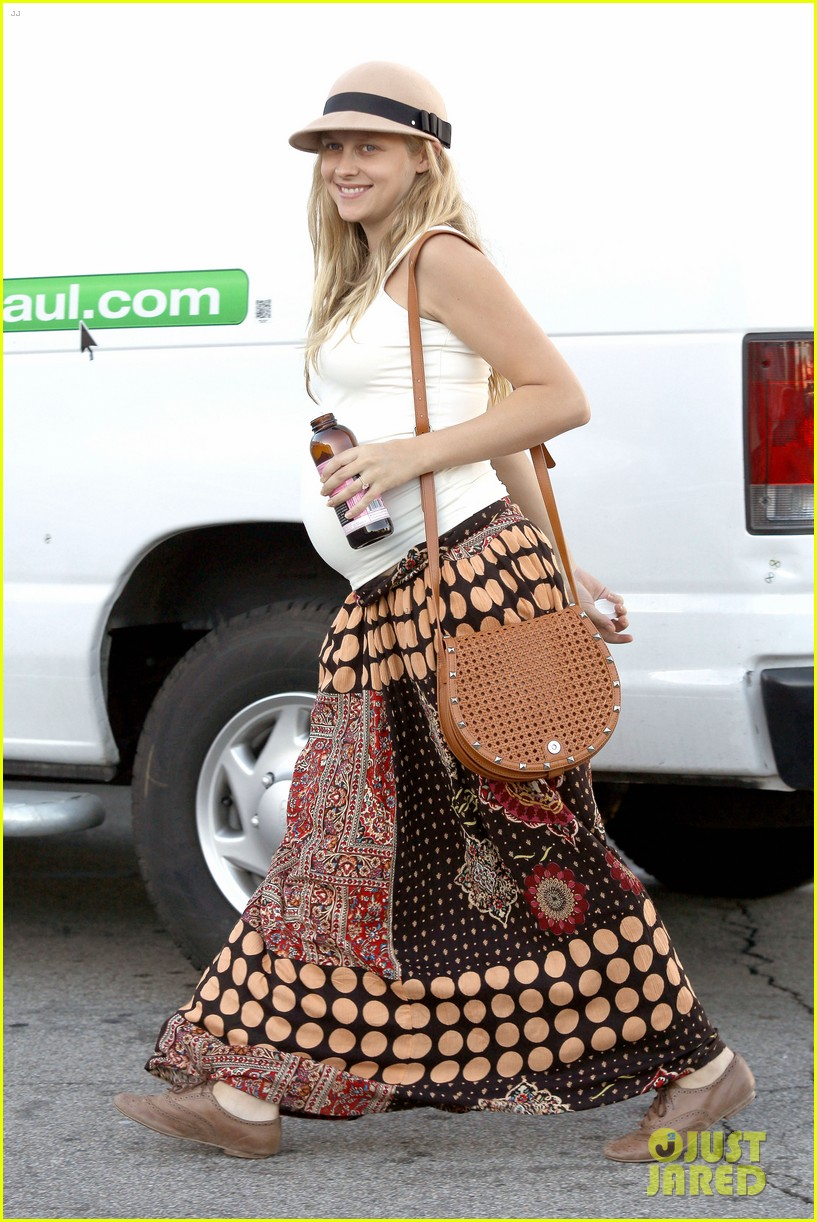 teresa palmer newly married very pregnant on xmas eve 09