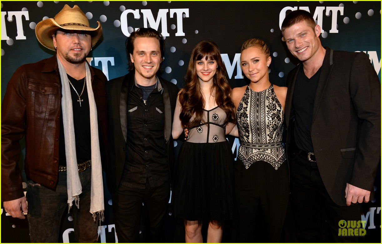 hayden panettiere cassadee pope cmt artists of the year 2013 02