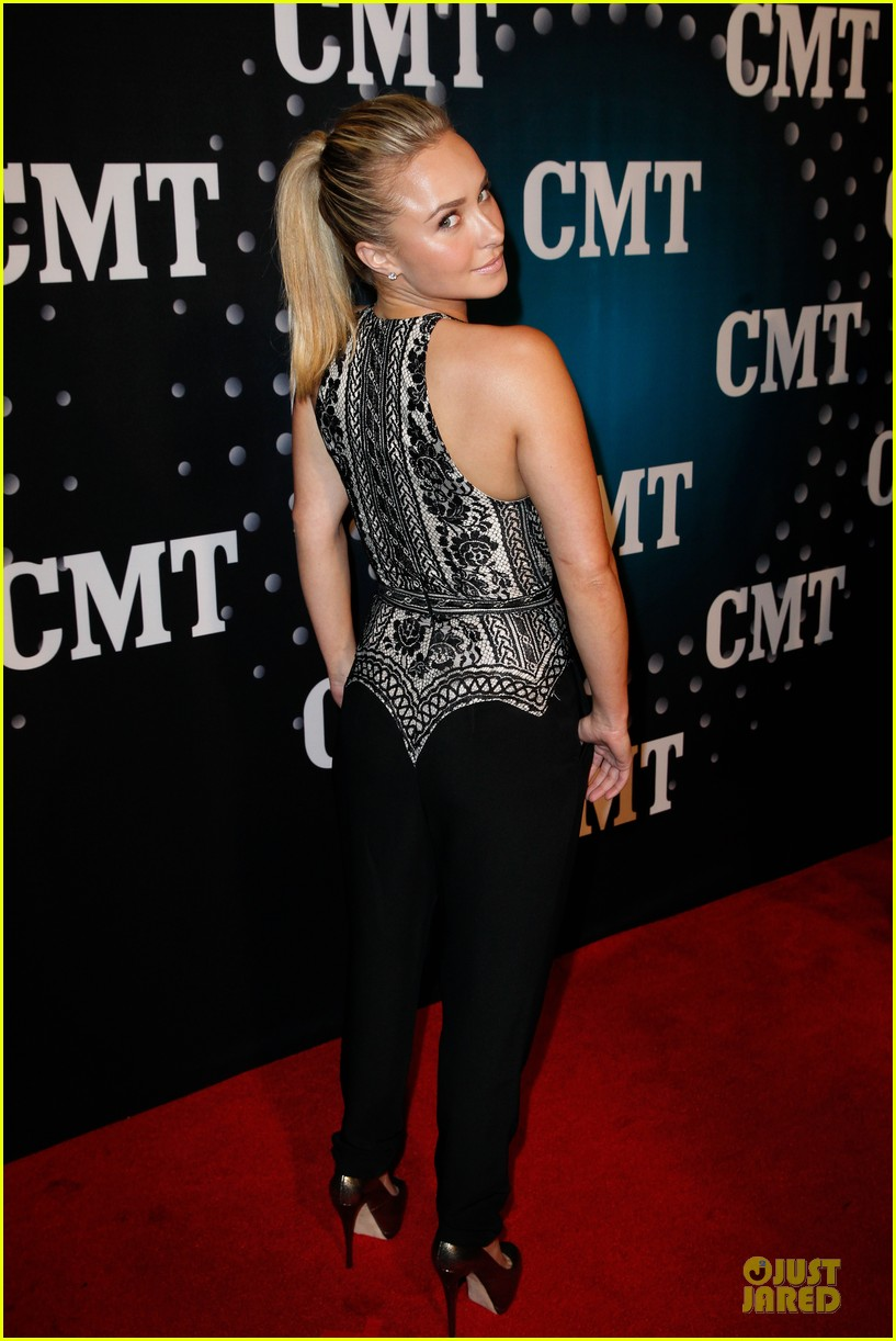hayden panettiere cassadee pope cmt artists of the year 2013 033004659