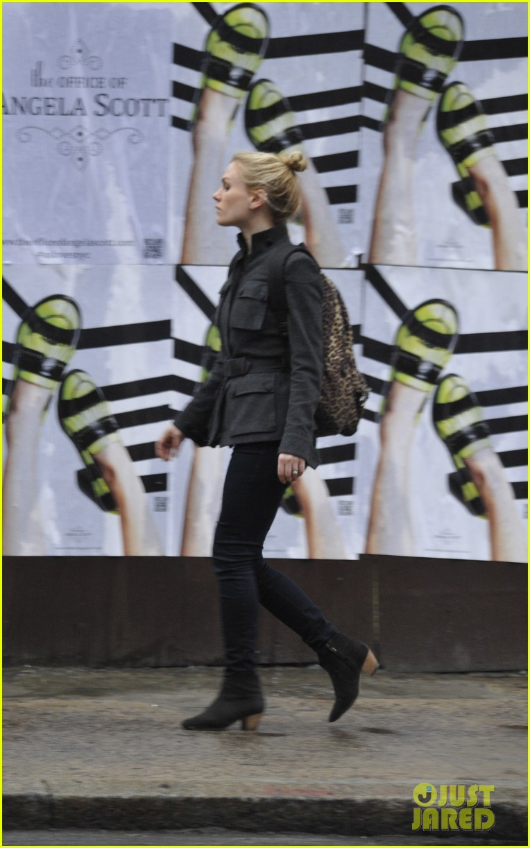 anna paquin steps out before stephen moyers live sound of music 01